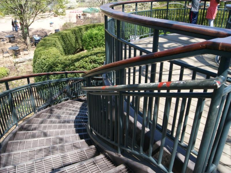 circular-stair-platform-mazegarden